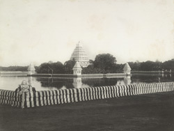 [View of the Teppakulam outside Madurai.]